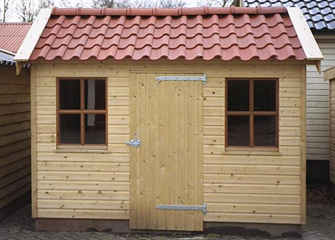 Houten berging met keramische dakpannen houtbouw hiemstra twijzel