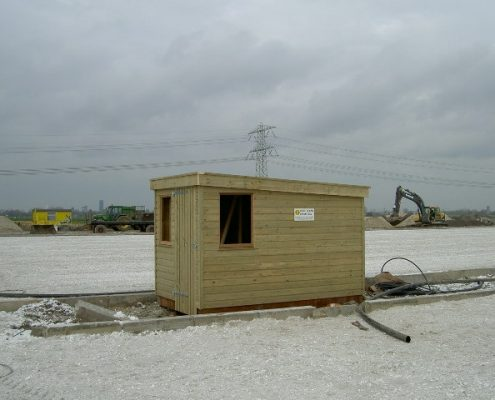 Klein tuinhuisje van hout