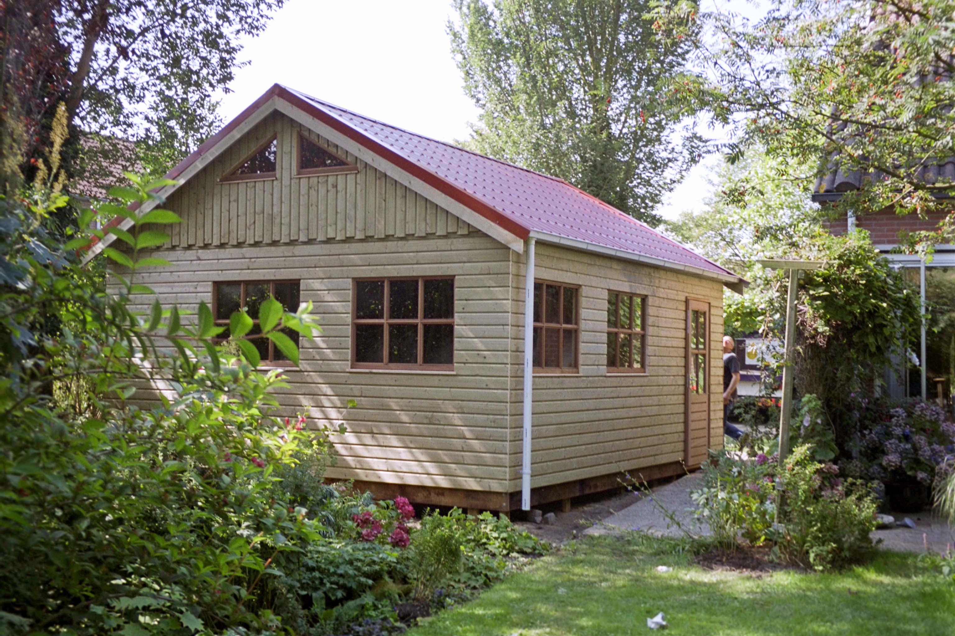 Houten schuur met rood dak houtbouw hiemstra twijzel for Bouwen kostprijs