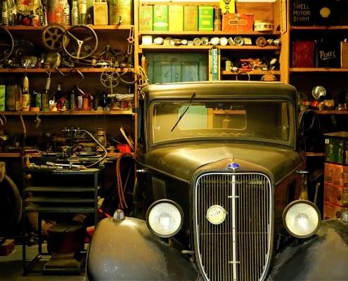 houten_garage_voor_een_oldtimer_oude_auto
