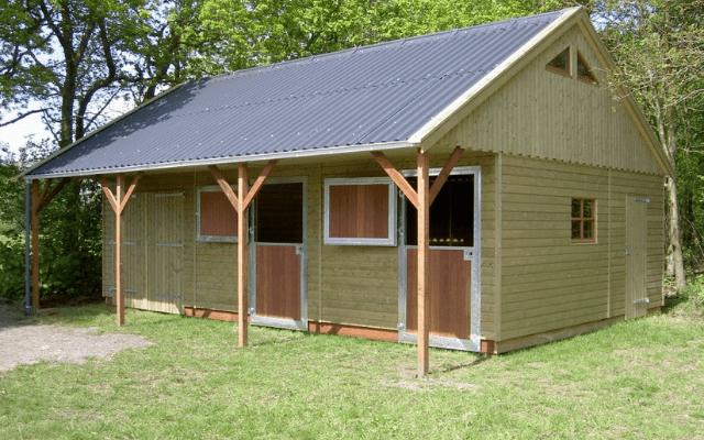houten-paardenstal-paardenbox-houtbouw-hiemstra